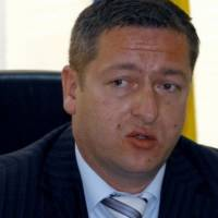 Oglasili se iz MUP-a SBK o napadu na ministra: Sjekirom oštetio Vidovićev automobil